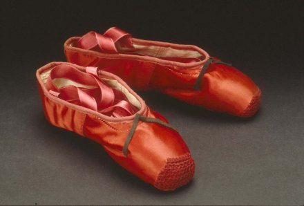 1966_24_the_red_shoes